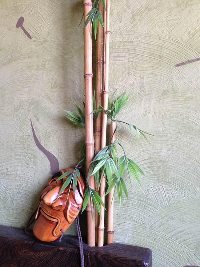 Маскировка газовой трубы под бамбук